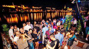 Fiesta junto al Danubio